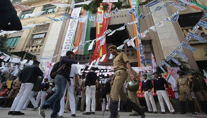 Police Officer Injured in a Clash at Ashutosh College in Kolkata